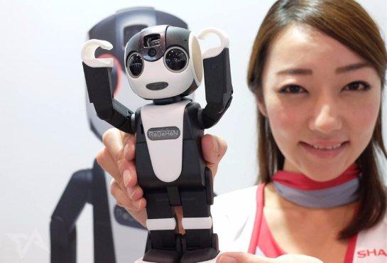 Робот-смартфон поступил в продажу