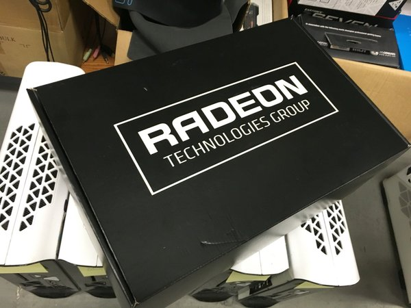 AMD кладёт в коробку с видеокартой Radeon Pro Duo лишний GPU Fiji