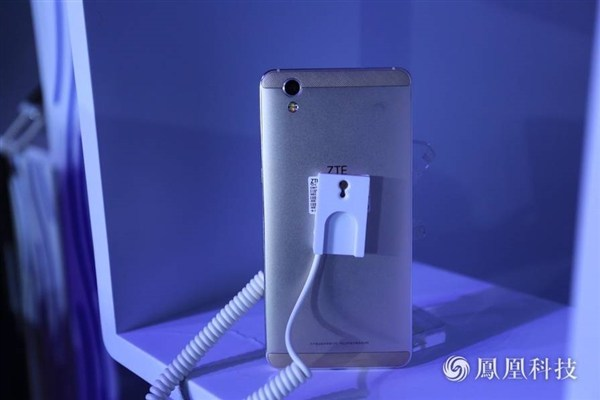 Смартфон ZTE V7 Max стоит от $270