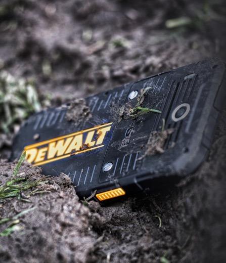 Защищённый смартфон Dewalt MD501 стоит $545