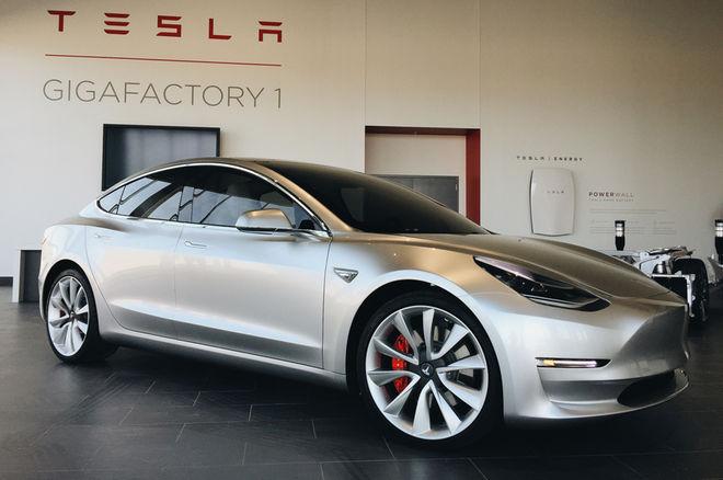 Tesla приняла 400 000 заказов на седан Model 3