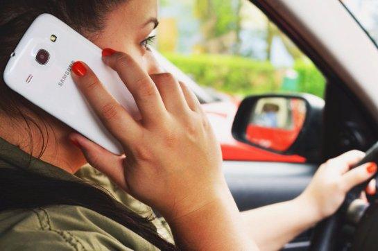Создана программа, которая блокирует смартфон во время вождения