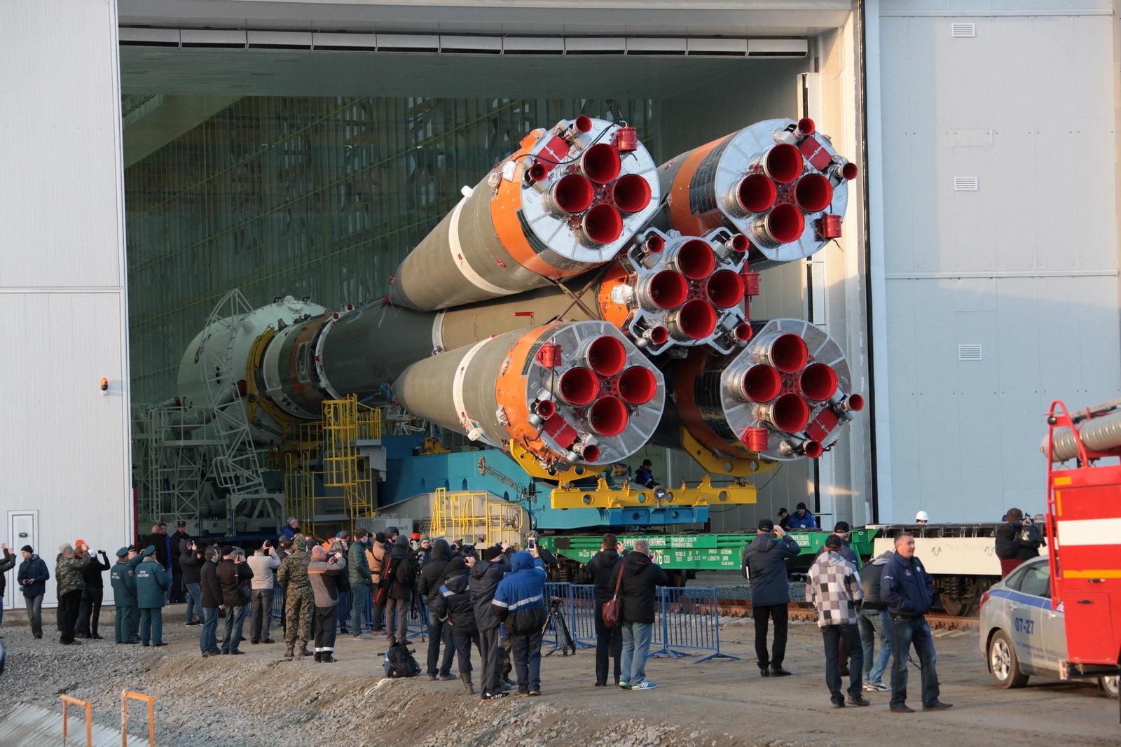 На космодроме Восточный установили ракету-носитель «Союз 2.1а» для первого запуска - 4