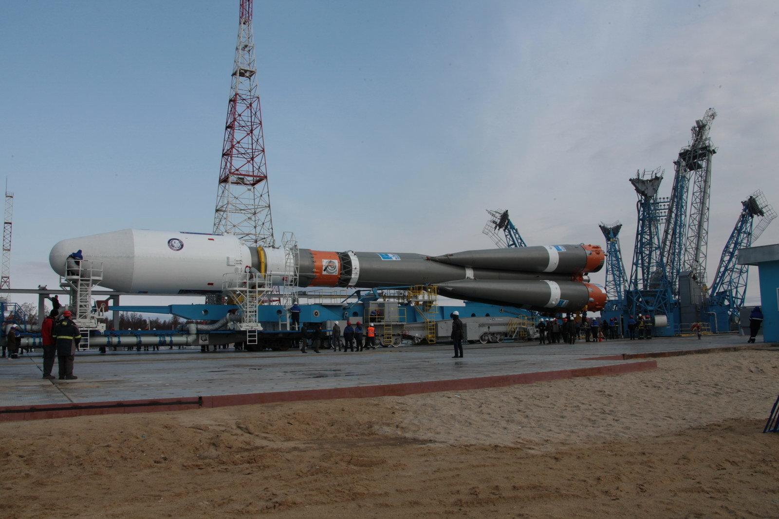 На космодроме Восточный установили ракету-носитель «Союз 2.1а» для первого запуска - 8