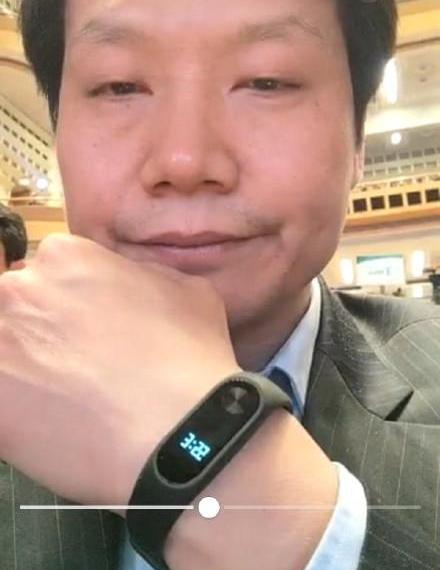 Появилась первая фотография умного браслета Xiaomi Mi Band 2