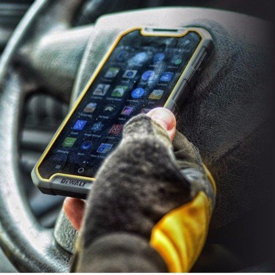 Dewalt MD501- надежный смартфон с беспроводной зарядкой