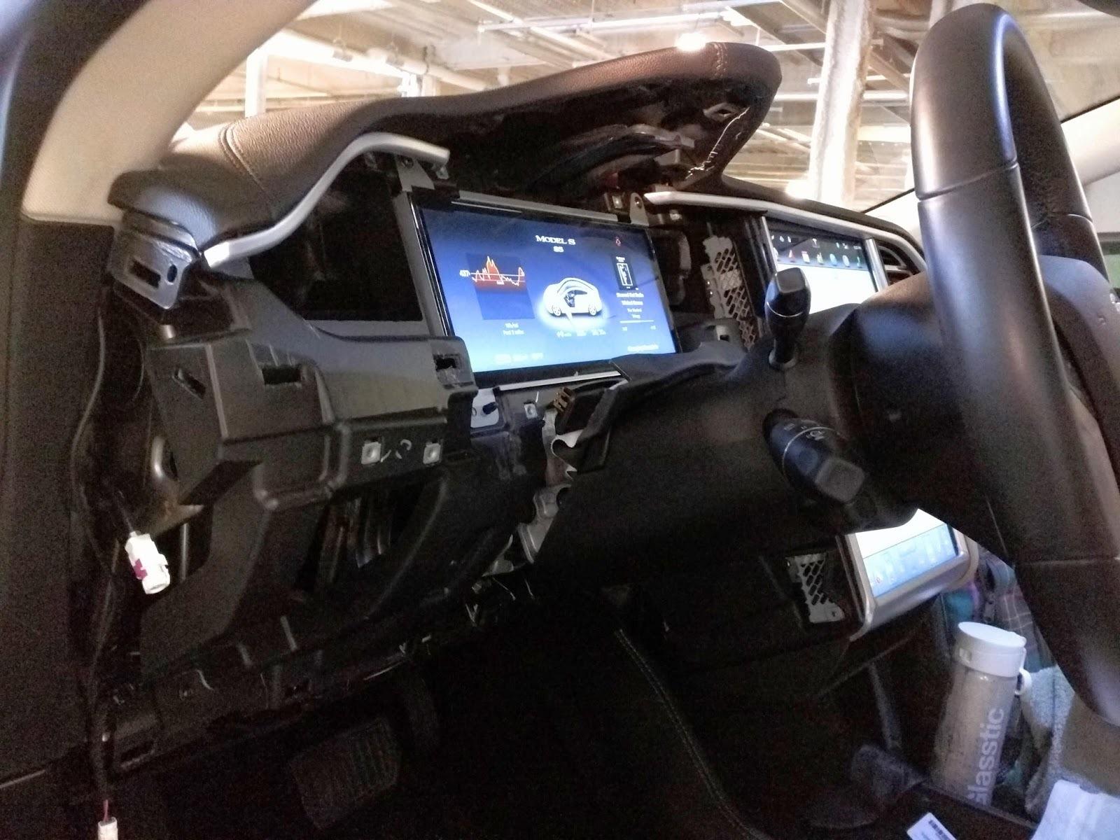 После пяти суток компиляции Gentoo Linux установилась на автомобиль Tesla Model S - 3
