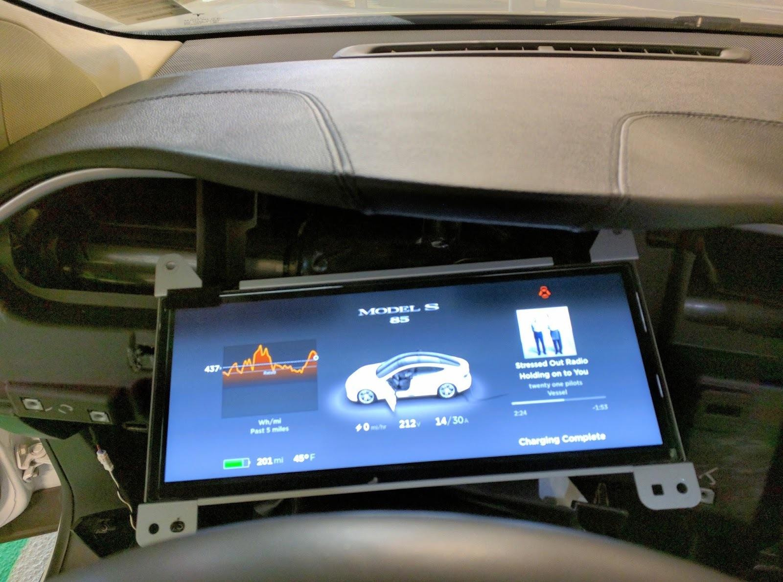 После пяти суток компиляции Gentoo Linux установилась на автомобиль Tesla Model S - 4