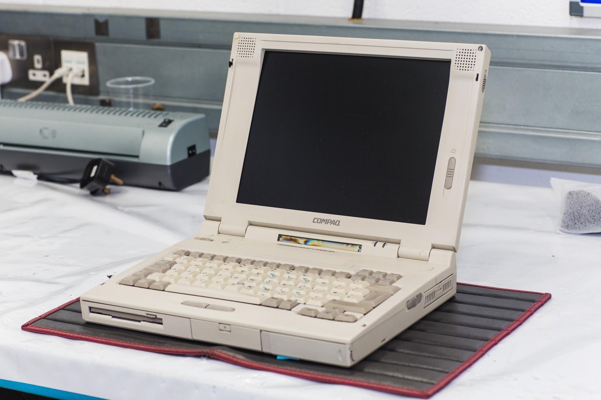 Древний ноутбук Compaq — единственный ключ к суперкару McLaren F1 - 1