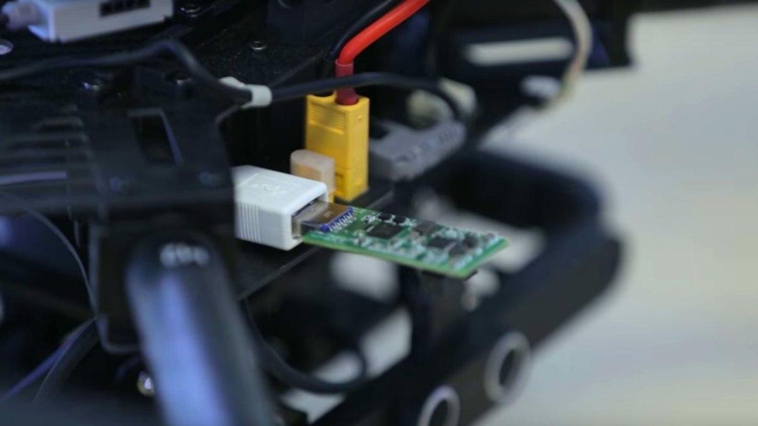 Аппаратный ускоритель нейросети подключается по USB - 1