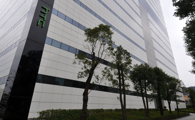 HTC продает землю, чтобы улучшить финансовое положение