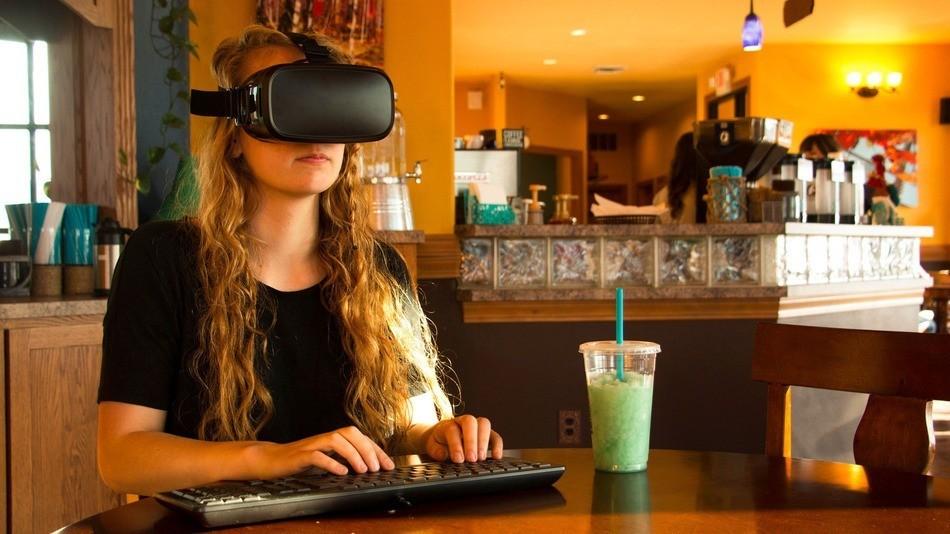 Подросток заработал $100 000 на биткоинах и занялся производством шлемов виртуальной реальности - 3