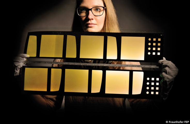 Прототипы размерами 10x25 см изготовлены с использованием подложек G-Leaf производства Nippon Electric Glass