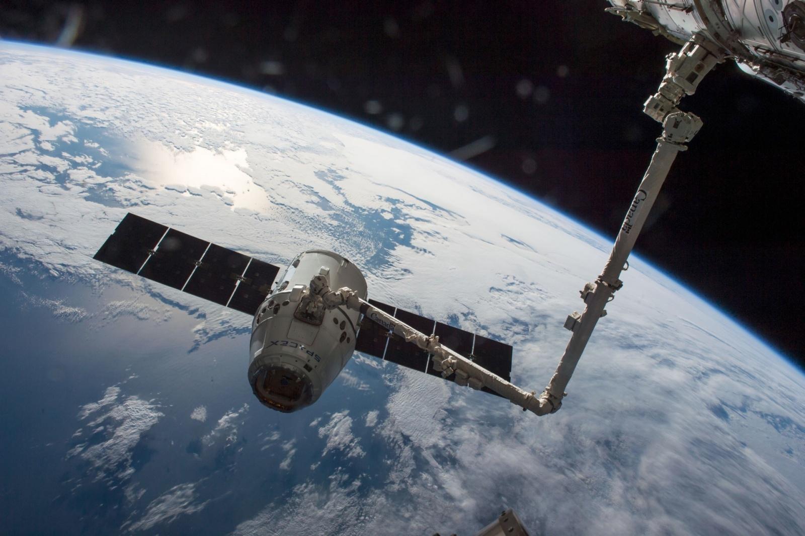 Отстыковка корабля Dragon от МКС прошла успешно - 2
