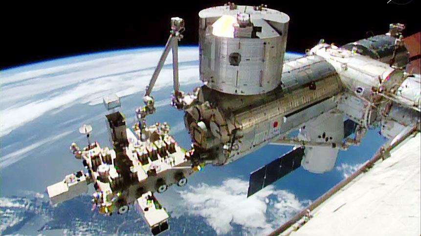 Отстыковка корабля Dragon от МКС прошла успешно - 1
