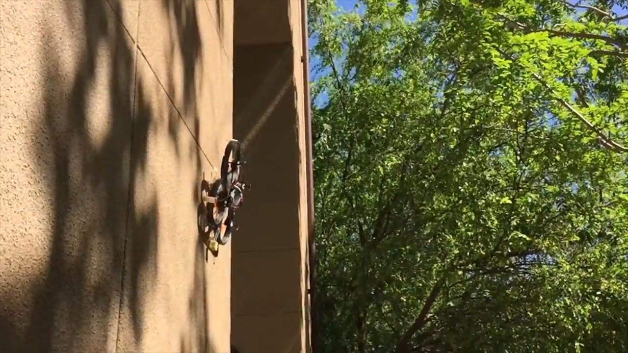 Дрон с «когтями» садится на стену и потолок - 1