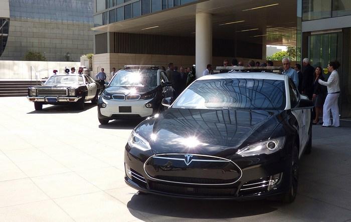 Полиция Лос-Анджелеса после годового тестирования Tesla Model S решила, что пока электромобили не подходят для этой работы