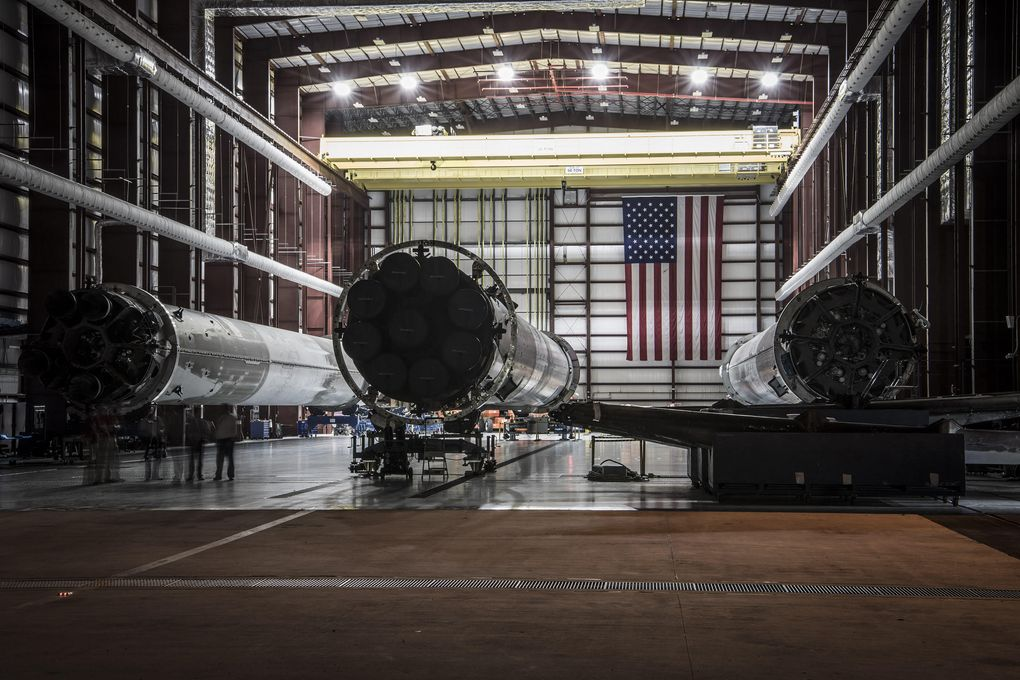 SpaceX показала свой ангар для хранения вернувшихся из космоса ступеней ракет Falcon 9 - 2