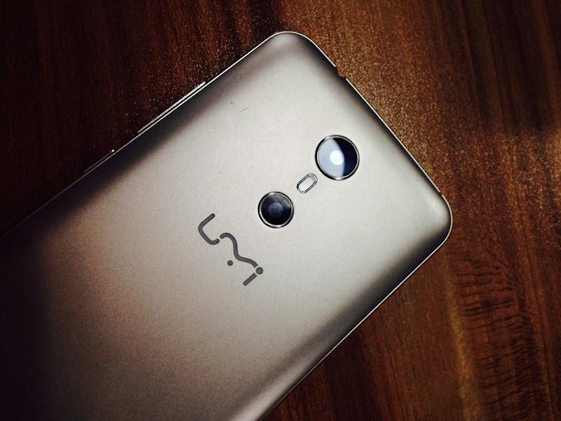 По слухам, к выходу готовится безрамочный смартфон UMi Super Edge с ОС Android 7.0