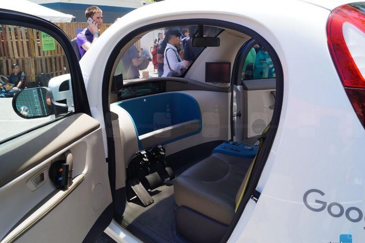 Беспилотное авто Google запечатлели снаружи и внутри