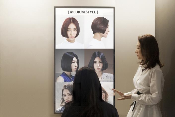 Зеркальные дисплеи Samsung уже нашли коммерческое применение
