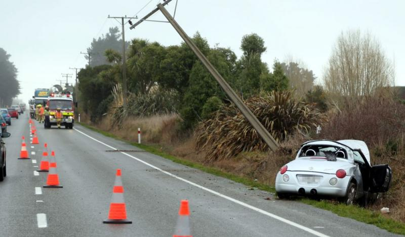 Водителя Tesla Model S засекли спящим за рулем на дороге - 2