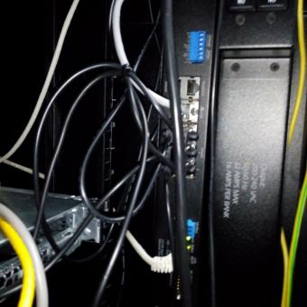 Сравнение систем мониторинга Vutlan SC8100 и APC NetBotz Rack Monitor 200 - 50