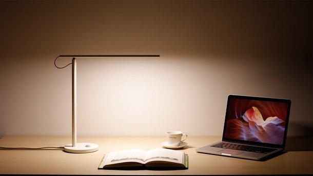Xiaomi представила светодиодную настольную лампу Mi Smart LED