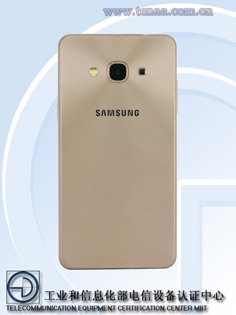 Смартфон Samsung Galaxy J3 (2017) оснащен дисплеем Super AMOLED размером 5,1 дюйма