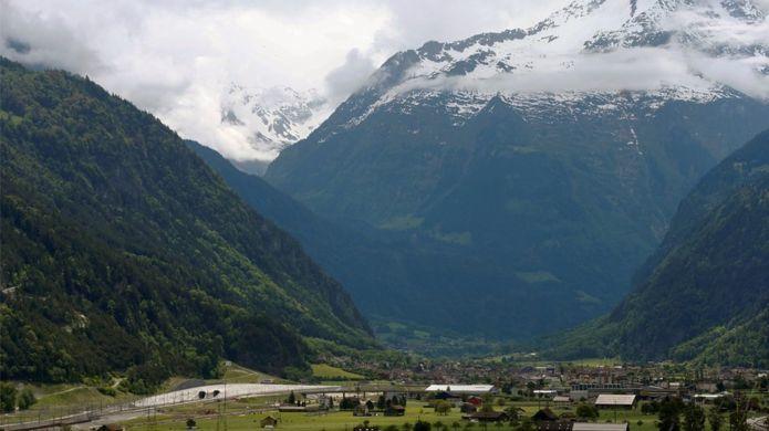 В Швейцарии открыт самый длинный в мире железнодорожный тоннель: 57 км - 2
