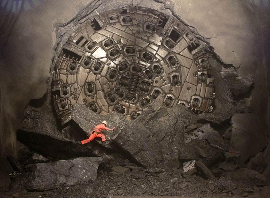 В Швейцарии открыт самый длинный в мире железнодорожный тоннель: 57 км - 1