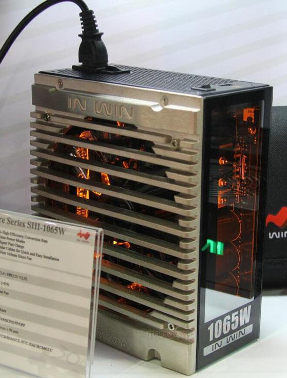 Боковые стенки блоков питания In Win Signature S мощностью 1065 Вт изготовлены из стекла
