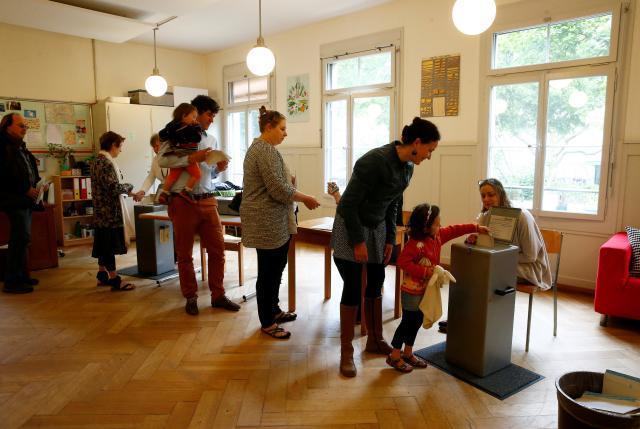 Консервативная Швейцария проголосовала против выплаты базового дохода - 2