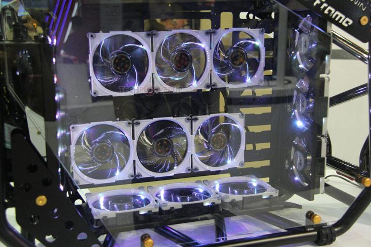 Вентилятор In Win Aurora типоразмера 120 мм может вращаться со скоростью до 2000 об/мин