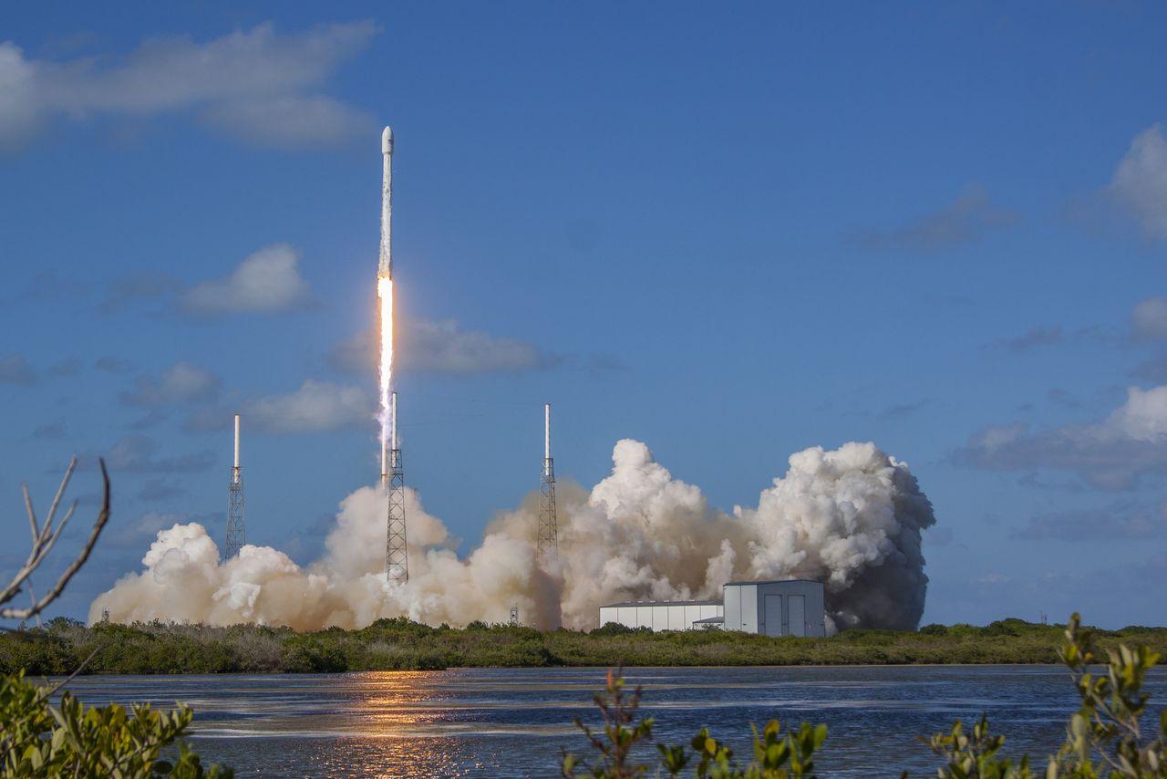 Илон Маск: вернувшуюся на Землю ступень ракеты Falcon 9 мы повторно запустим этой осенью - 1