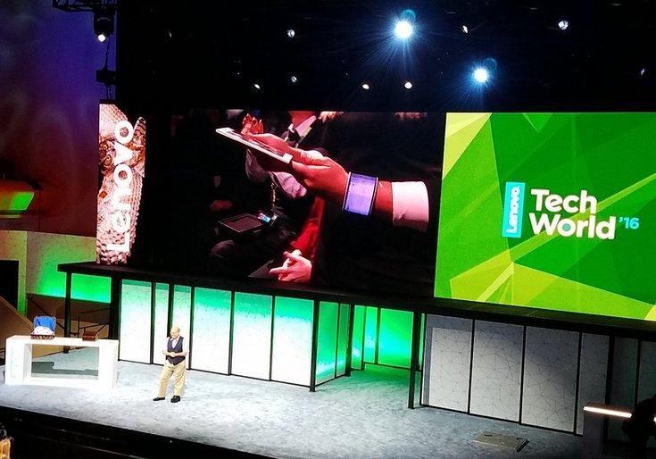 Lenovo работает над гибкими смартфонами и планшетами