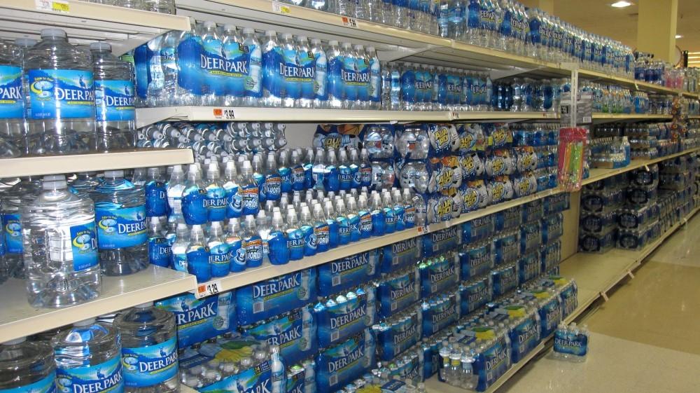 «Обратный карантин». Почему люди думают, что бутилированная вода лучше водопроводной? - 1