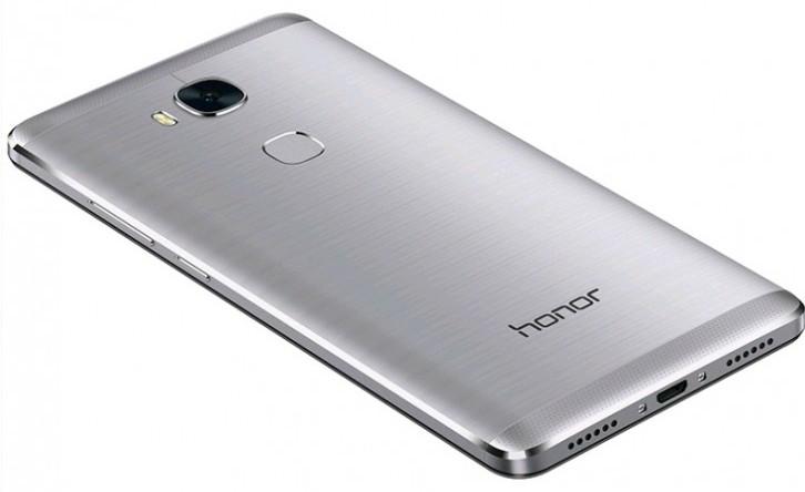 Huawei продала более 8 млн смартфонов Honor 5X