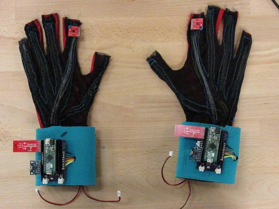 Перчатки SignAloud: перевод жестов в слова - 2