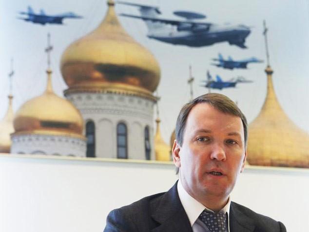 © Reuters. Председатель совета директоров Юлмарта Дмитрий Костыгин дает интервью Рейтер