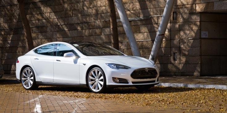 Элон Маск утверждает, что электромобиль Tesla Model S может плавать