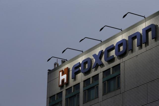 Foxconn продаст зарубежные активы Sharp