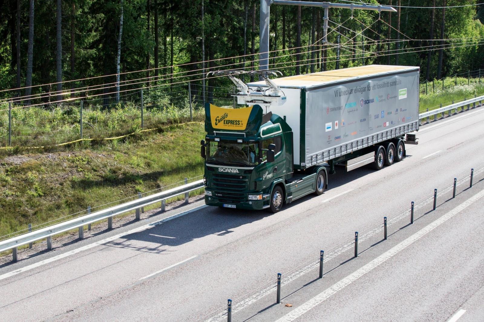 Швеция открыла электрическое шоссе длиной 2 км для грузовиков - 3