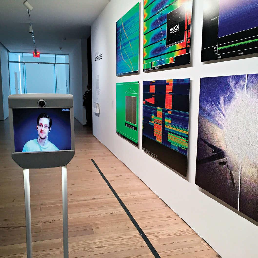 Эдвард Сноуден живёт свободной жизнью — как робот - 5