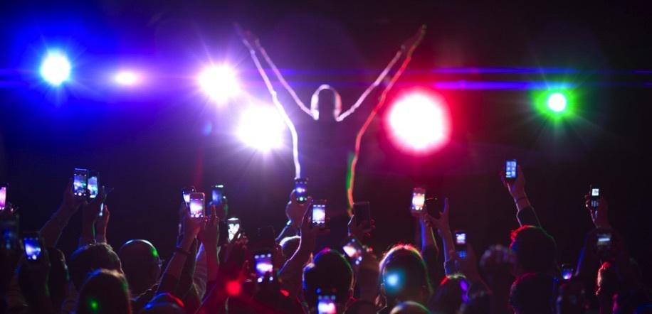 Apple запатентовала технологию, которая не позволит снимать концерты на iPhone и iPad - 1