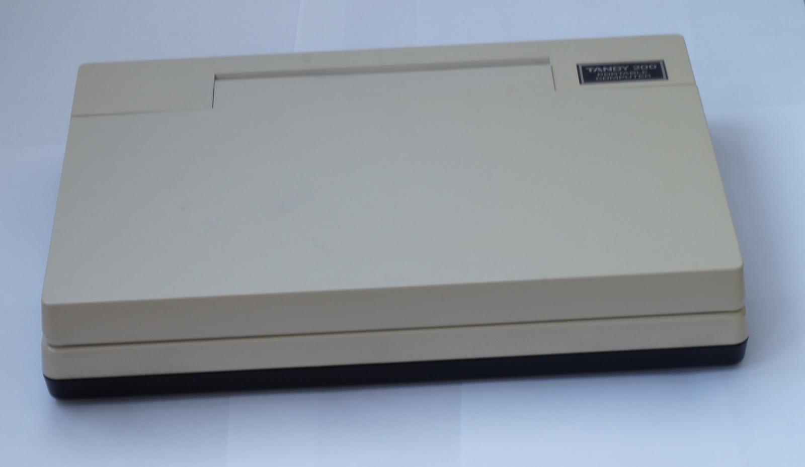 Ноутбук Tandy TRS-80 model 200 - 2