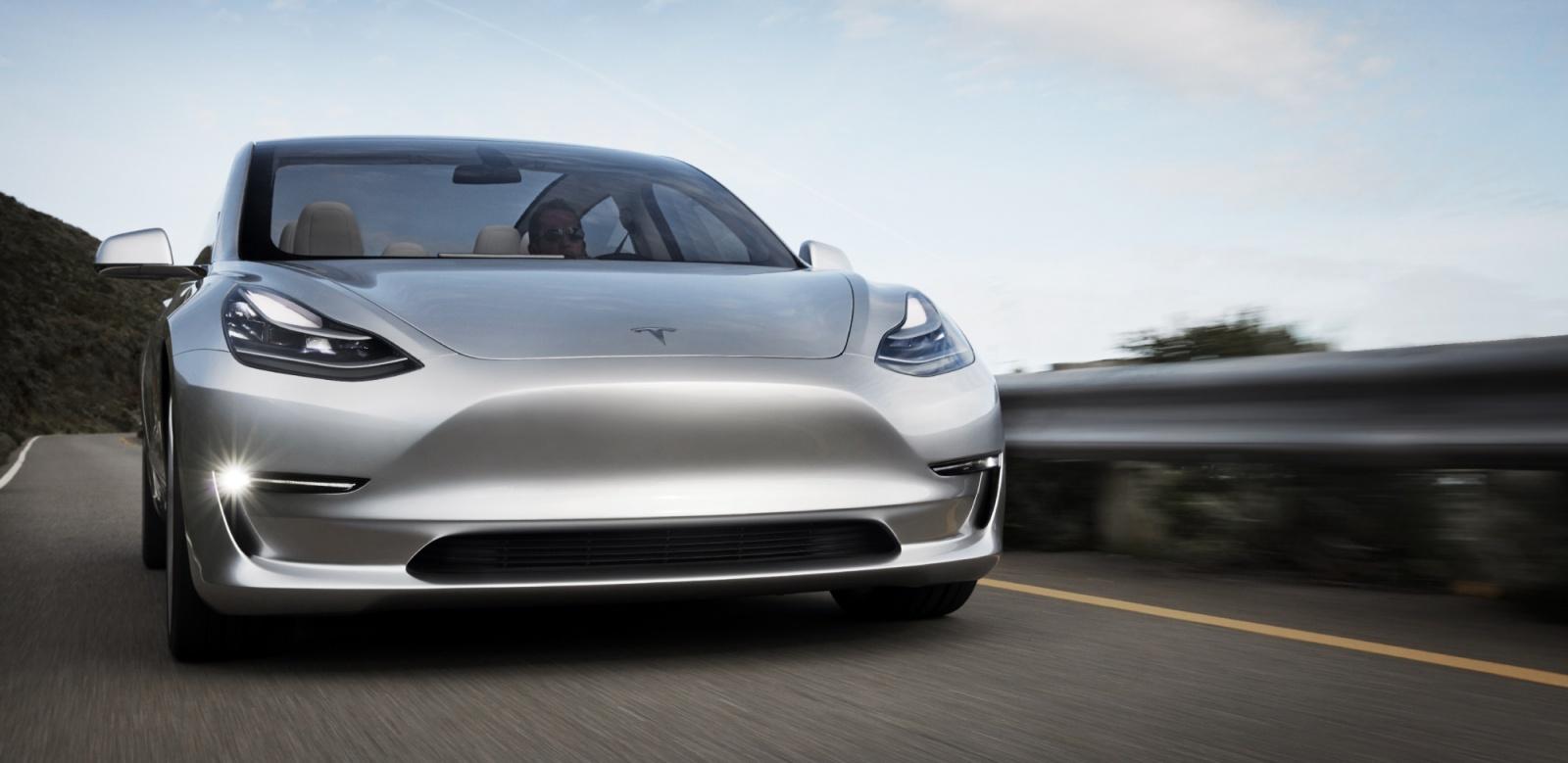 Электромотор самой недорогой модели автомобиля Tesla мощнее, чем двигатель BMW M3 - 1