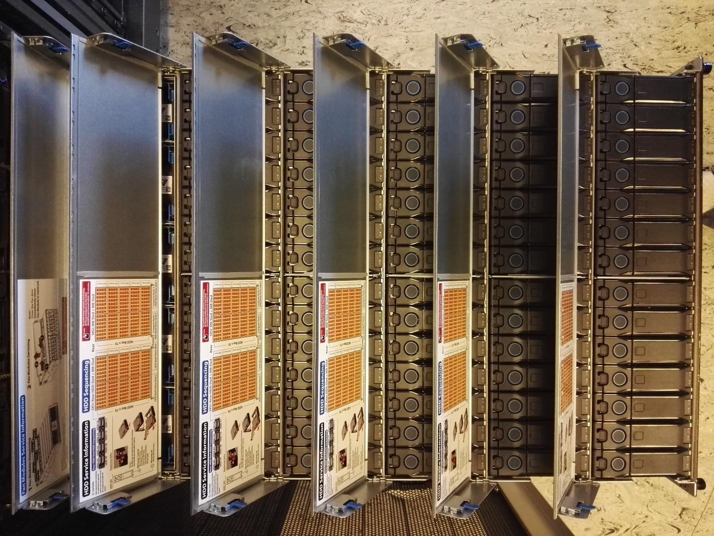 Обзор серверов Quantа: интересные решения, blade-корзины размером со стойку, ульи микросерверов и HPC-фермы - 14