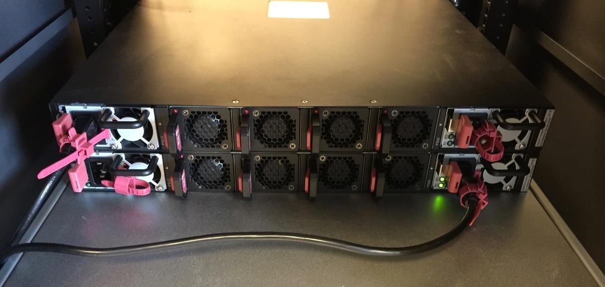 Обзор серверов Quantа: интересные решения, blade-корзины размером со стойку, ульи микросерверов и HPC-фермы - 16