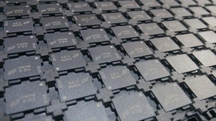 Доступны микросхемы плотностью 1, 2 и 4 Гбит